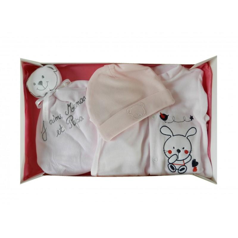 Coffret naissance rose composé d'un pyjama, un bonnet naissance et un doudou