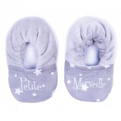 """Chaussons bébé bi-matière gris avec des étoiles blanche. Broderie """"Petite merveille"""""""
