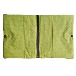 Intérieur vert à pois blanc protège carnet de santé